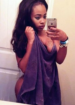 Deje Avilla nude selfie