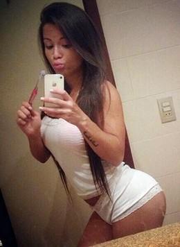 Sexy amazing sexy brunette selfshot..