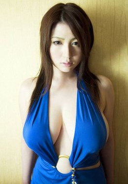 excellent color contrast, and cleavage..