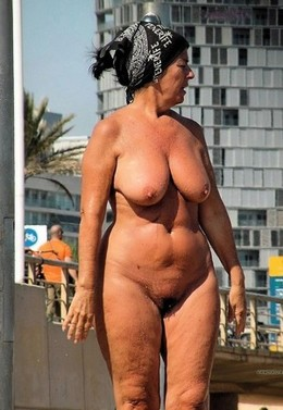 Naked old woman on vacation, amateur..