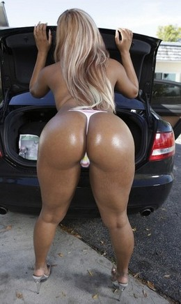 Awesome blonde showing her big real..