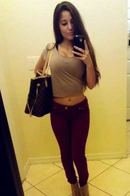Superb brunette big tits in a pic.