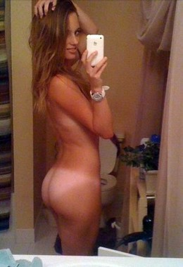 Brunette amateur nude selfie with nice..