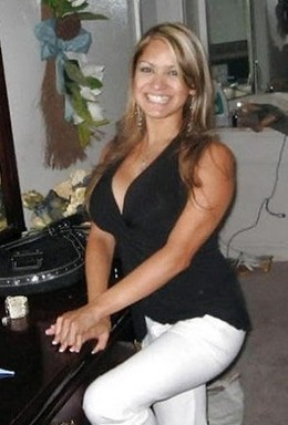 Guess Her Boobs hote housewife