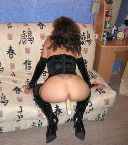 Great round ass and white dildo inside..