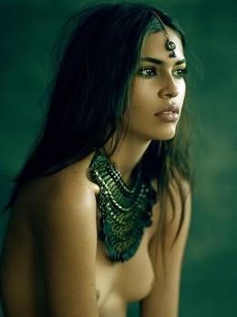 Beautiful femme.