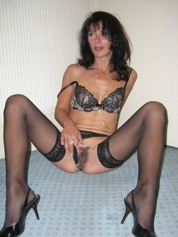 Get a look at this hot mommy! She's so..