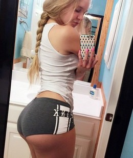 Amateur sexy blonde selfshot her great..