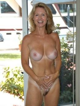 Amateur Busty porn pics