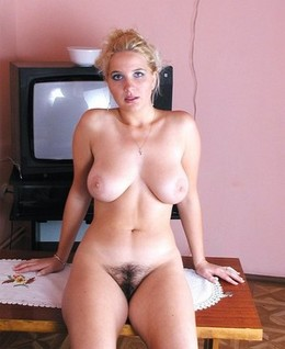 Great body woman shows her huge tits..