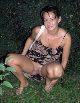 Hot Mature Mom Wears No Panties In..
